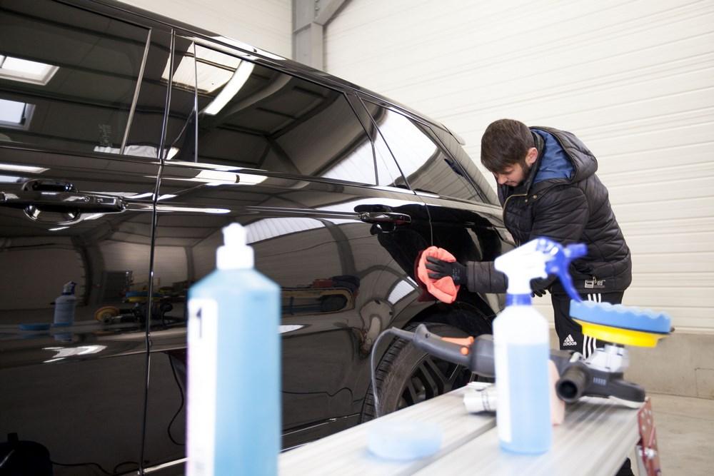nettoyage exterieur voiture à la main