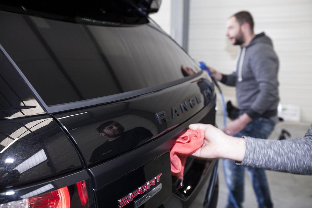 nettoyage exterieur à la main voiture