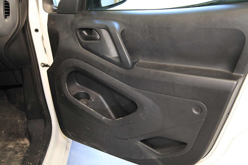 portiere voiture sale avant nettoyage
