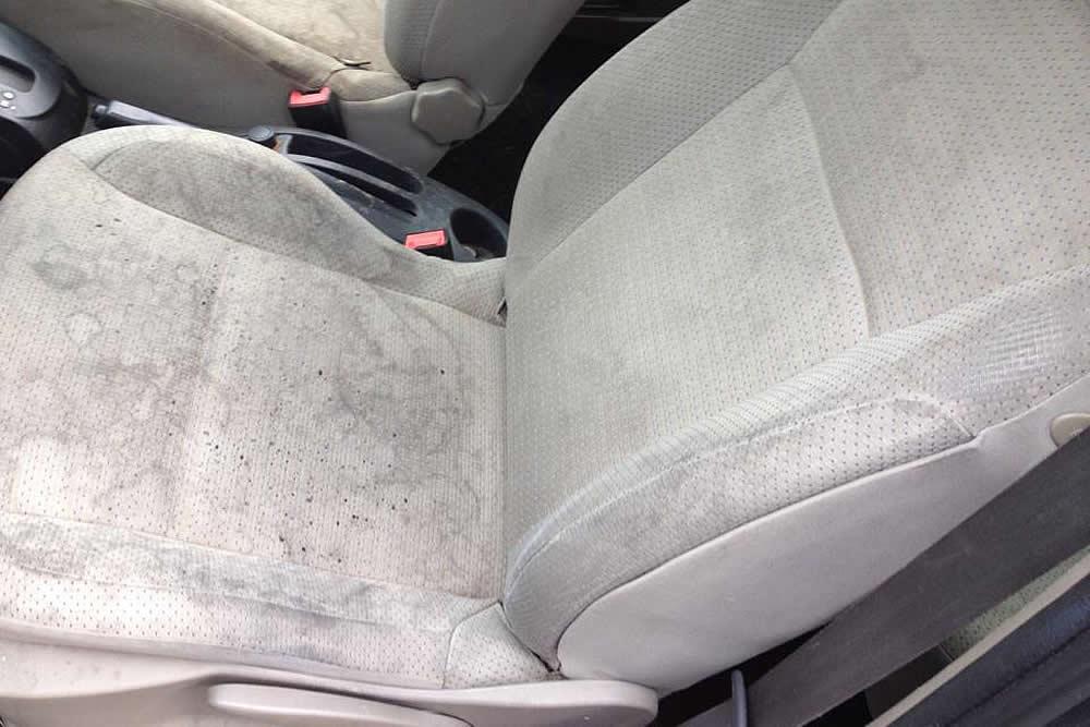 siege voiture innondation nettoyage