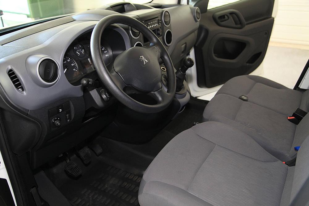 interieur voiture propre apres nettoyage